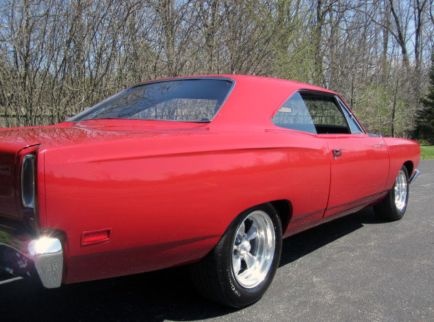 1969 Plymouth Road Runner 383/335 HP, Automatic presented as lot T198 at St. Charles, IL 2011 - image3