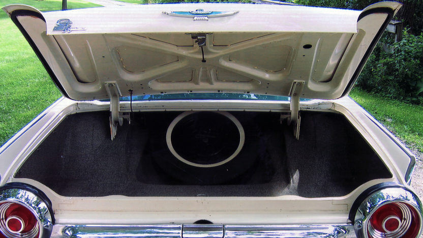 1962 Ford Thunderbird 2-Door Hardtop 390/325 HP, Automatic presented as lot T128 at St. Charles, IL 2011 - image5