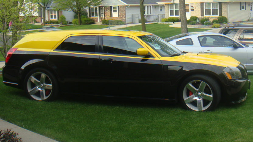 2006 Dodge Magnum SRT8 370/425 HP, Automatic presented as lot T129 at St. Charles, IL 2011 - image2