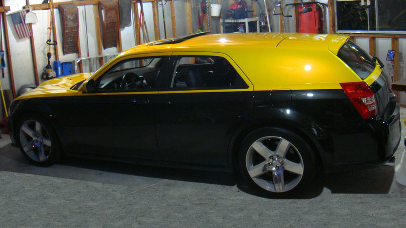 2006 Dodge Magnum SRT8 370/425 HP, Automatic presented as lot T129 at St. Charles, IL 2011 - image3