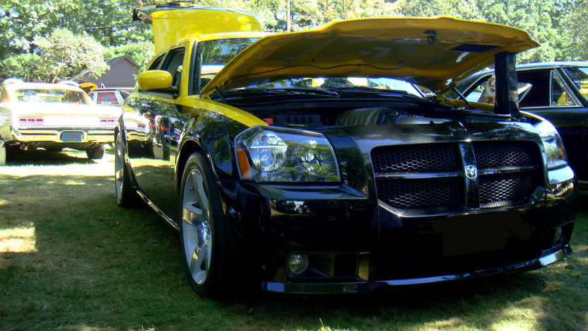 2006 Dodge Magnum SRT8 370/425 HP, Automatic presented as lot T129 at St. Charles, IL 2011 - image5