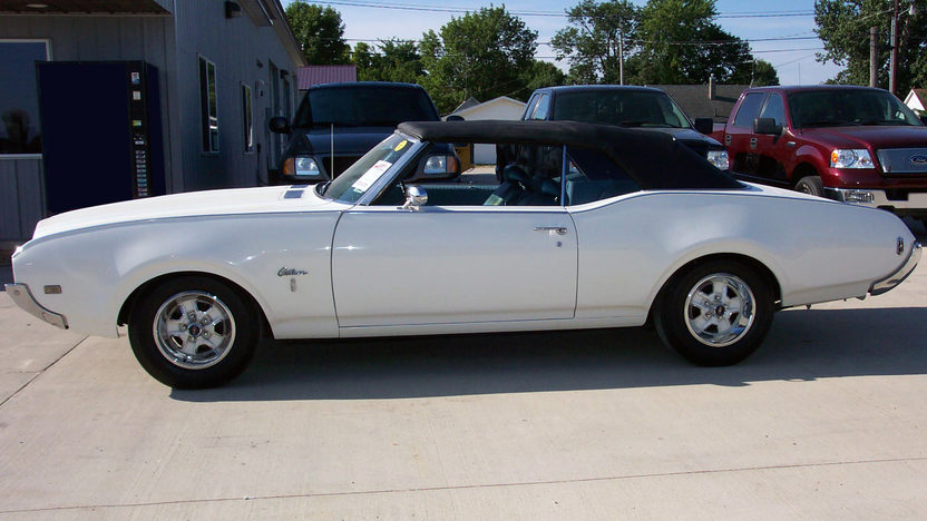 1969 Oldsmobile Cutlass Convertible 4-Speed presented as lot T131 at St. Charles, IL 2011 - image2