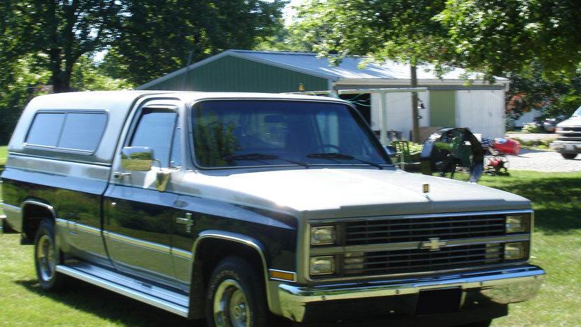 1984 Chevrolet Silverado Pickup 305 CI, Automatic presented as lot T140 at St. Charles, IL 2011 - image3