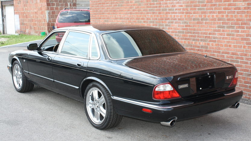 1998 Jaguar XJR 4.0/370 HP, Automatic presented as lot T160 at St. Charles, IL 2011 - image2