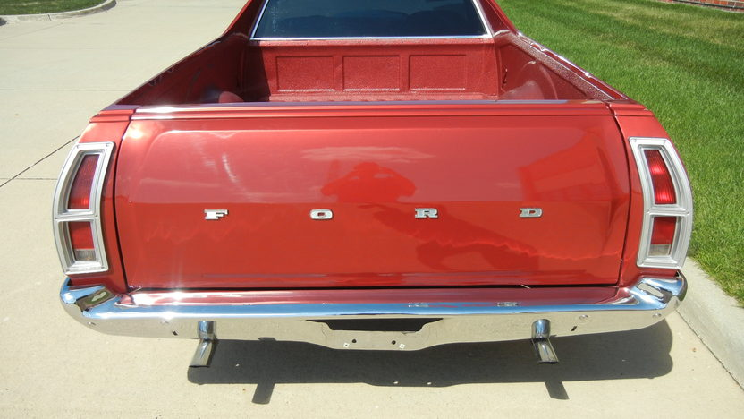 1972 Ford Ranchero 351 CI, Automatic presented as lot T211 at St. Charles, IL 2011 - image3