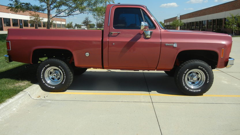 1977 Chevrolet Silverado 4x4 400 CI, Automatic presented as lot T217 at St. Charles, IL 2011 - image2