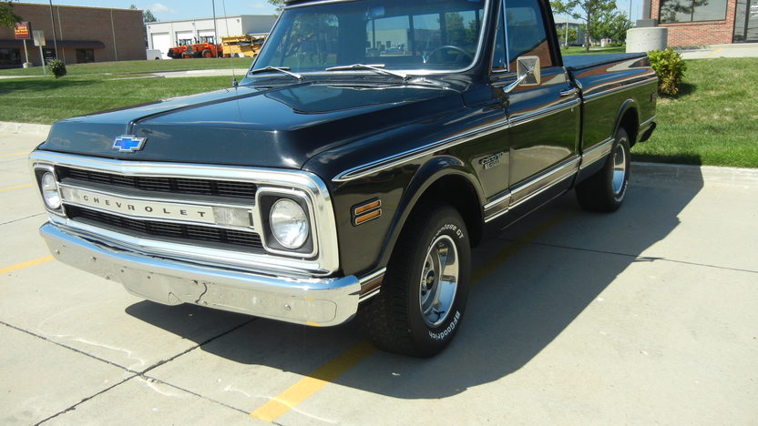 1969 Chevrolet CST/10 Shortbox 400 CI, Automatic presented as lot T220 at St. Charles, IL 2011 - image5
