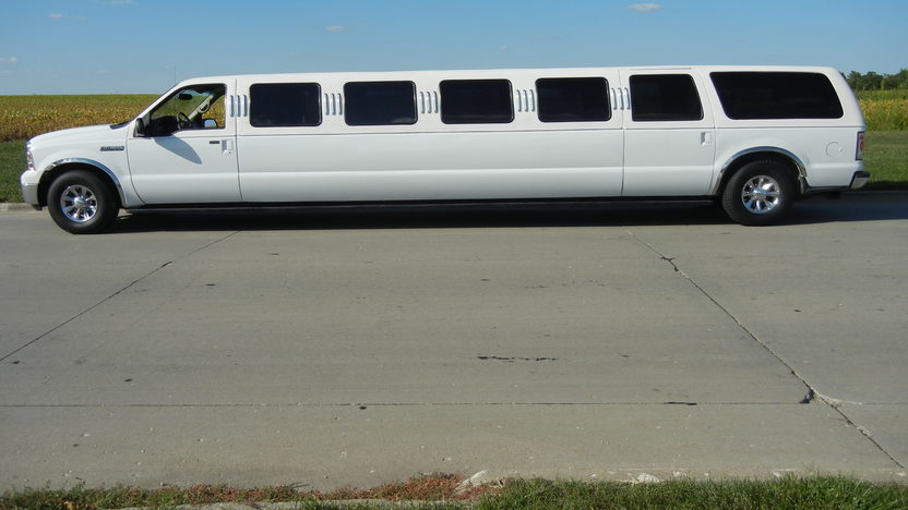 2000 Ford Excursion Limousine Automatic presented as lot T223 at St. Charles, IL 2011 - image2