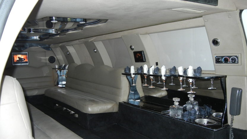 2000 Ford Excursion Limousine Automatic presented as lot T223 at St. Charles, IL 2011 - image4