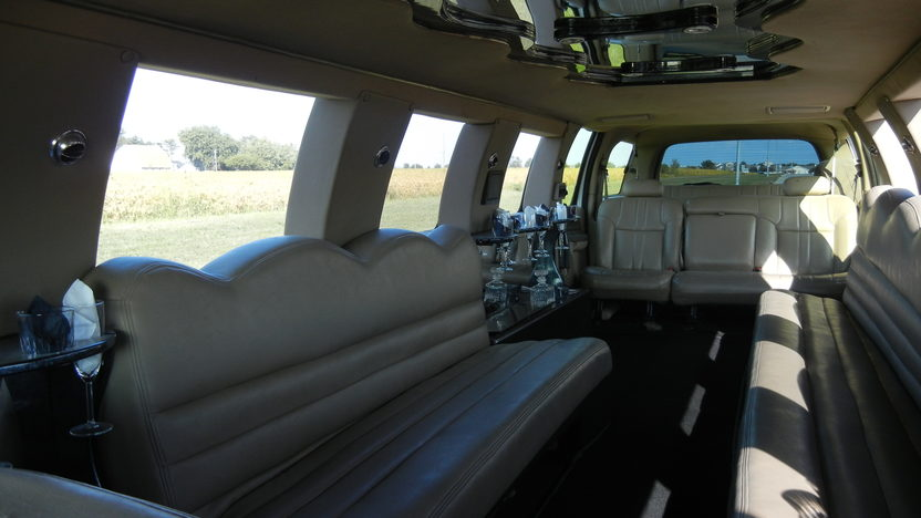 2000 Ford Excursion Limousine Automatic presented as lot T223 at St. Charles, IL 2011 - image5