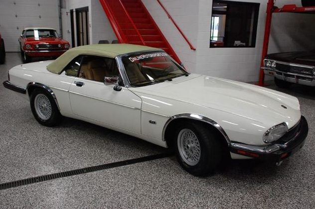 1992 Jaguar XJS Convertible 5.3L, Automatic presented as lot T235 at St. Charles, IL 2011 - image3