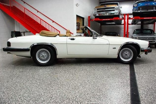 1992 Jaguar XJS Convertible 5.3L, Automatic presented as lot T235 at St. Charles, IL 2011 - image4
