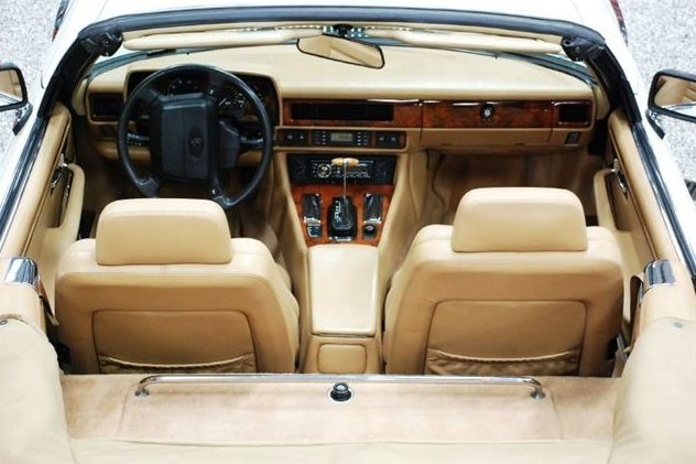 1992 Jaguar XJS Convertible 5.3L, Automatic presented as lot T235 at St. Charles, IL 2011 - image6