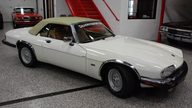 1992 Jaguar XJS Convertible 5.3L, Automatic presented as lot T235 at St. Charles, IL 2011 - thumbail image3
