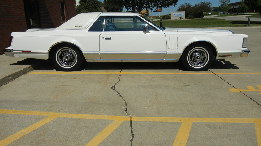 1979 Lincoln Mark V Coupe 400 CI, Automatic presented as lot T238 at St. Charles, IL 2011 - image2