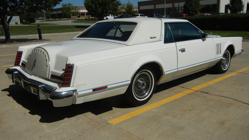 1979 Lincoln Mark V Coupe 400 CI, Automatic presented as lot T238 at St. Charles, IL 2011 - image3