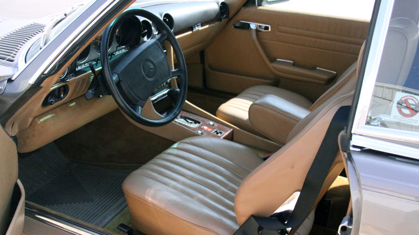 1987 Mercedes-Benz 560SL Convertible presented as lot T241 at St. Charles, IL 2011 - image2