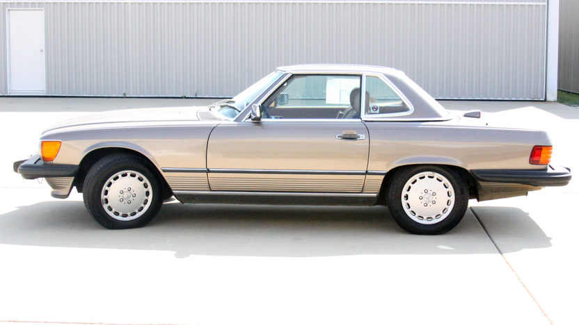 1987 Mercedes-Benz 560SL Convertible presented as lot T241 at St. Charles, IL 2011 - image4