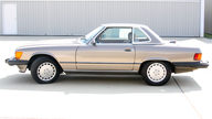 1987 Mercedes-Benz 560SL Convertible presented as lot T241 at St. Charles, IL 2011 - thumbail image4