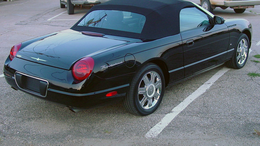 2004 Ford Thunderbird Convertible 3.9L, Automatic presented as lot T274 at St. Charles, IL 2011 - image4