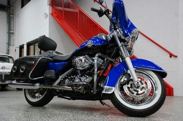 2008 Harley-Davidson Road King Classic 96 CI, 6-Speed presented as lot F13 at St. Charles, IL 2011 - image2