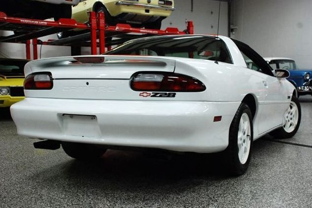 1997 Chevrolet Camaro Z28 5.7L, 6-Speed presented as lot F19 at St. Charles, IL 2011 - image3