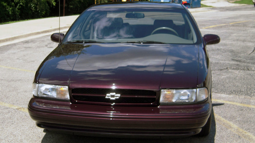 1996 Chevrolet Impala SS 5.7L, Automatic presented as lot F25 at St. Charles, IL 2011 - image2