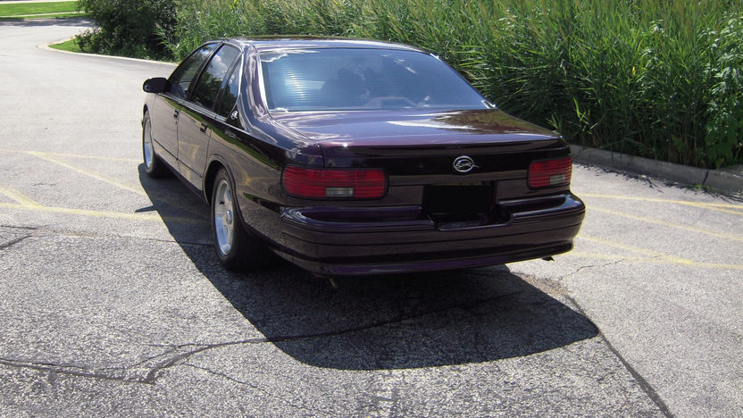 1996 Chevrolet Impala SS 5.7L, Automatic presented as lot F25 at St. Charles, IL 2011 - image4