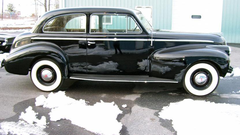 1940 Oldsmobile Series 70 2-Door Sedan 230/95 HP, 3-Speed presented as lot F31 at St. Charles, IL 2011 - image3