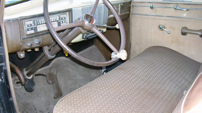 1940 Oldsmobile Series 70 2-Door Sedan 230/95 HP, 3-Speed presented as lot F31 at St. Charles, IL 2011 - image4