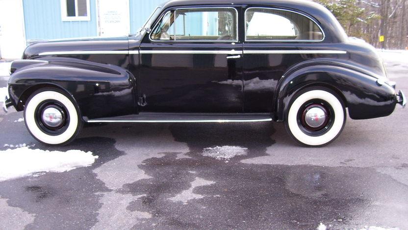 1940 Oldsmobile Series 70 2-Door Sedan 230/95 HP, 3-Speed presented as lot F31 at St. Charles, IL 2011 - image8