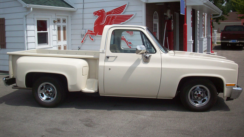 1986 Chevrolet C10 Pickup 350/355 HP, Automatic presented as lot F33 at St. Charles, IL 2011 - image2