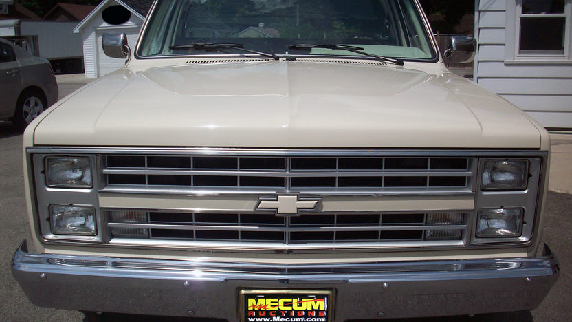 1986 Chevrolet C10 Pickup 350/355 HP, Automatic presented as lot F33 at St. Charles, IL 2011 - image3