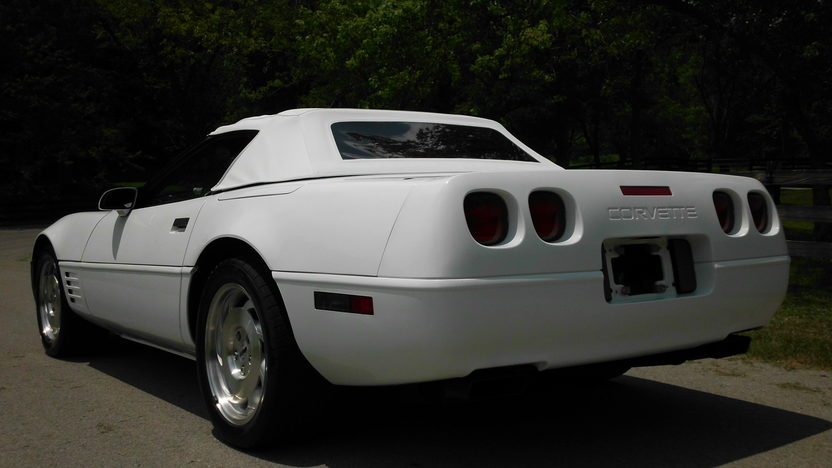 1993 Chevrolet Corvette Convertible LT1, Automatic presented as lot F40 at St. Charles, IL 2011 - image2