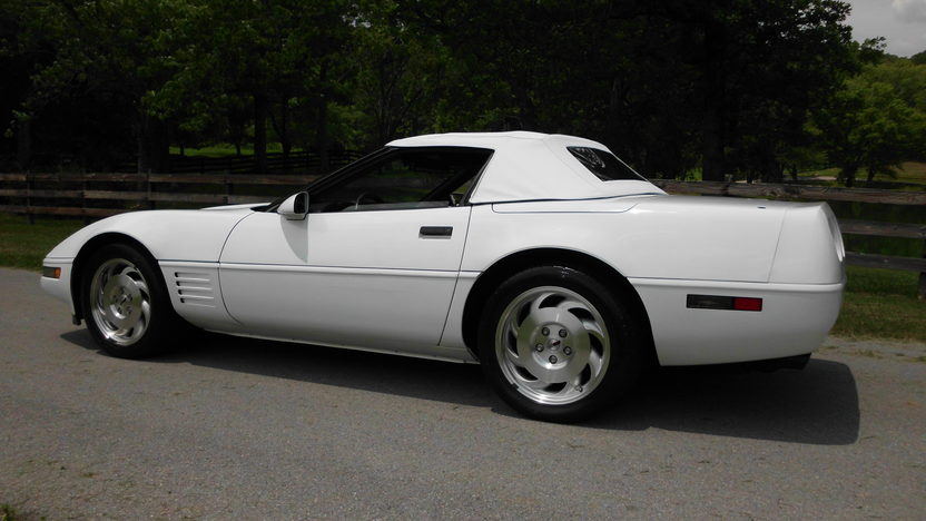 1993 Chevrolet Corvette Convertible LT1, Automatic presented as lot F40 at St. Charles, IL 2011 - image3