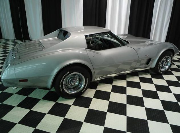 1977 Chevrolet Corvette 350 CI, 4-Speed presented as lot F44 at St. Charles, IL 2011 - image2
