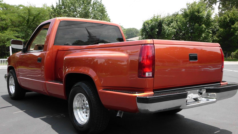 1992 Chevrolet CK 1500 Pickup 350 CI, Automatic presented as lot F54 at St. Charles, IL 2011 - image2