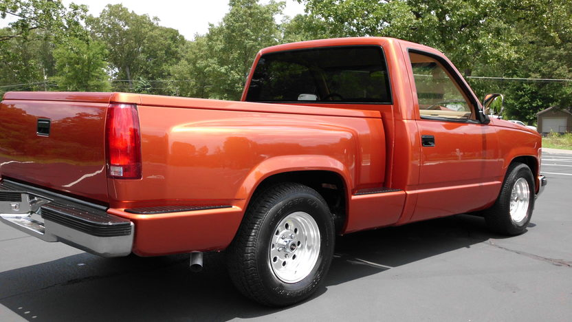 1992 Chevrolet CK 1500 Pickup 350 CI, Automatic presented as lot F54 at St. Charles, IL 2011 - image4