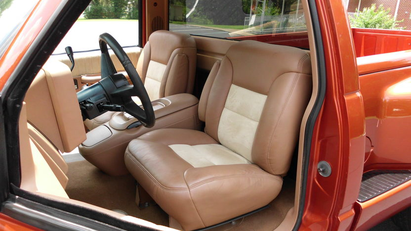 1992 Chevrolet CK 1500 Pickup 350 CI, Automatic presented as lot F54 at St. Charles, IL 2011 - image5
