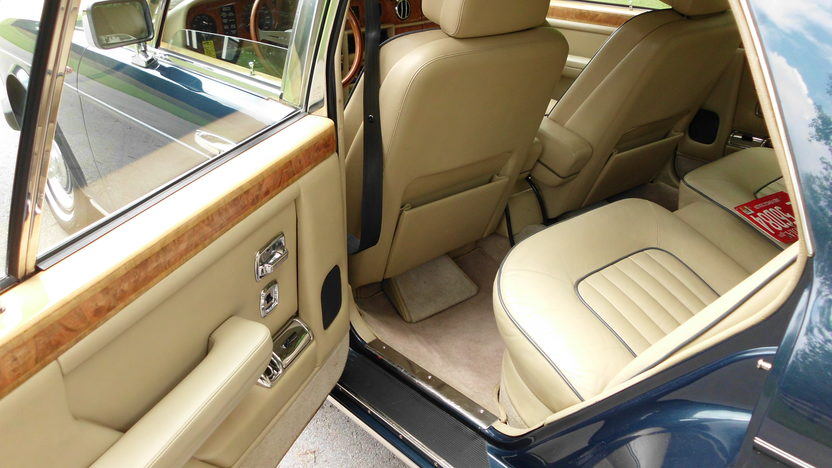 1989 Rolls-Royce Silver Spur 6.8L, Automatic presented as lot F60 at St. Charles, IL 2011 - image5
