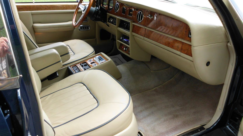 1989 Rolls-Royce Silver Spur 6.8L, Automatic presented as lot F60 at St. Charles, IL 2011 - image6
