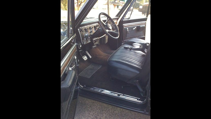 1971 Chevrolet Short Box Pickup 454 CI, Automatic presented as lot F161 at St. Charles, IL 2011 - image5