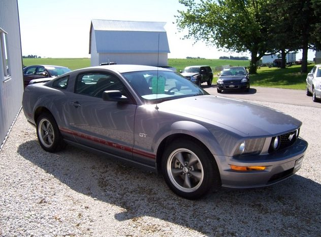 2006 Ford Mustang GT presented as lot F291 at St. Charles, IL 2011 - image2
