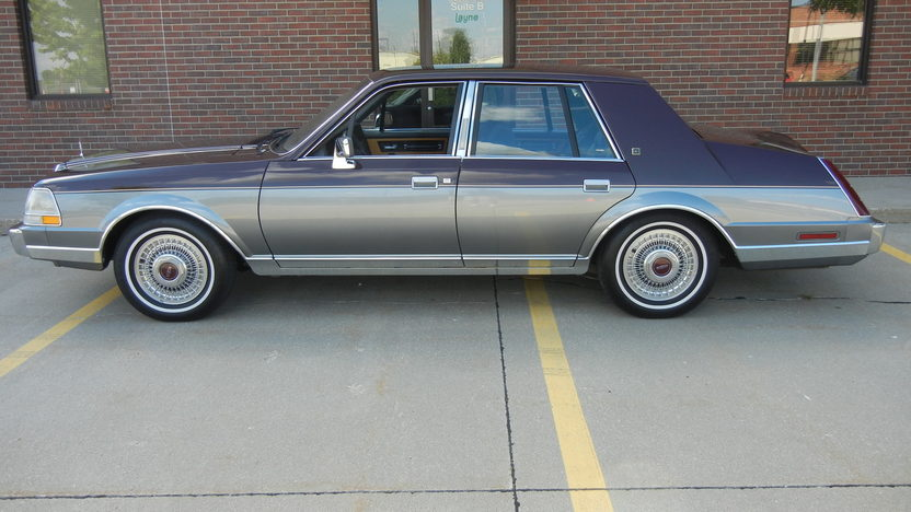 1984 Lincoln Continental 4-Door Sedan 302 CI, Automatic presented as lot F295 at St. Charles, IL 2011 - image2