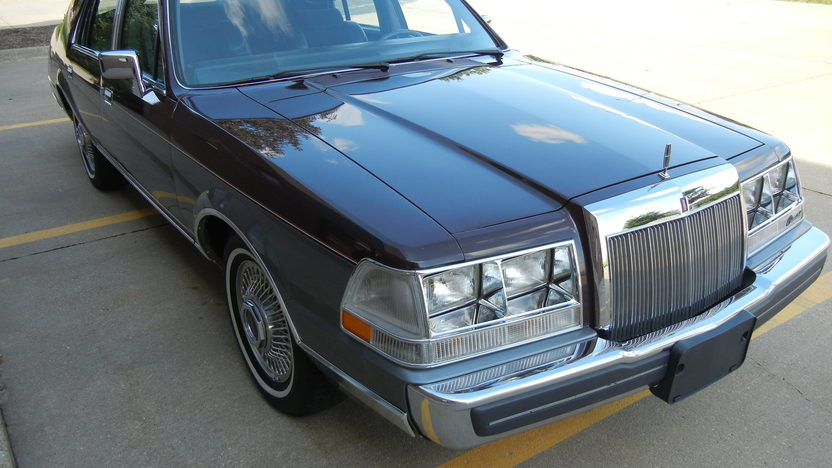 1984 Lincoln Continental 4-Door Sedan 302 CI, Automatic presented as lot F295 at St. Charles, IL 2011 - image8