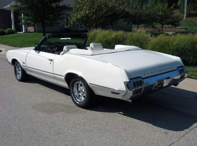 1972 Oldsmobile Cutlass Convertible 350 CI, Automatic presented as lot F199 at St. Charles, IL 2011 - image2