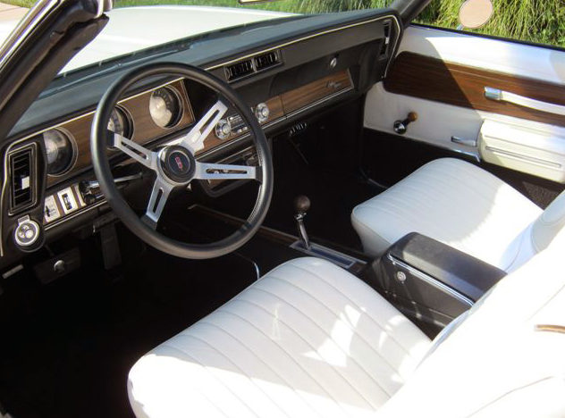 1972 Oldsmobile Cutlass Convertible 350 CI, Automatic presented as lot F199 at St. Charles, IL 2011 - image4