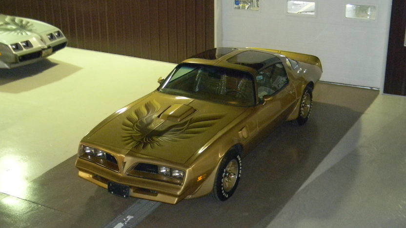 1978 Pontiac Trans Am 400 CI, 4-Speed presented as lot F200 at St. Charles, IL 2011 - image2