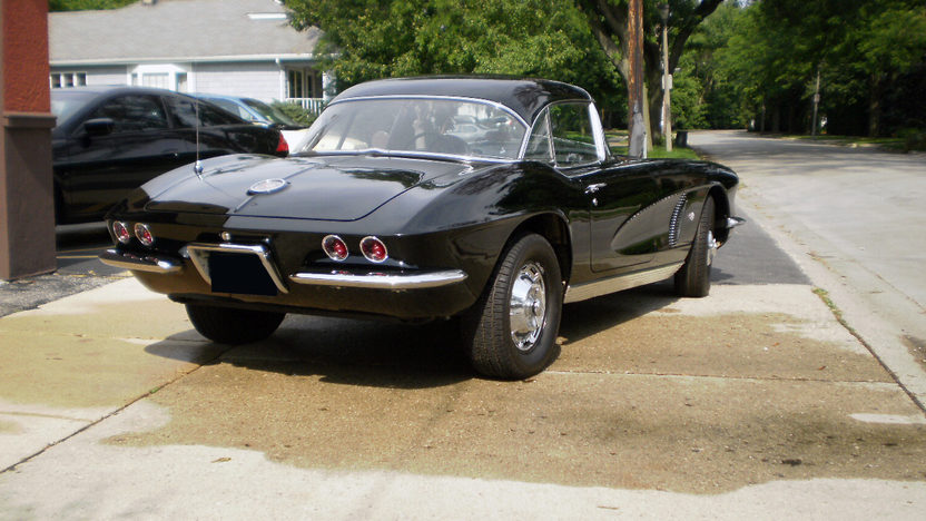 1962 Chevrolet Corvette Resto Mod 350/330 HP presented as lot F217 at St. Charles, IL 2011 - image2