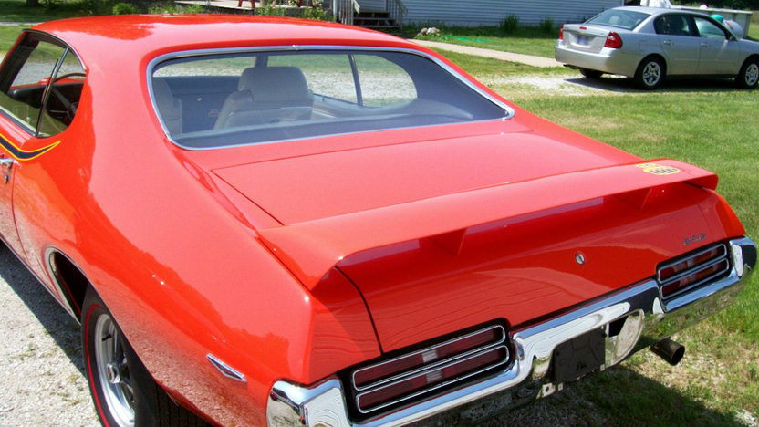 1969 Pontiac GTO Judge Ram Air IV 2-Door Hardtop 400/370 HP, 4-Speed presented as lot F232 at St. Charles, IL 2011 - image2
